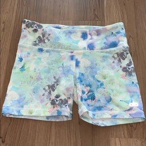 Woman's ALO YOGA small bike shorts floral design